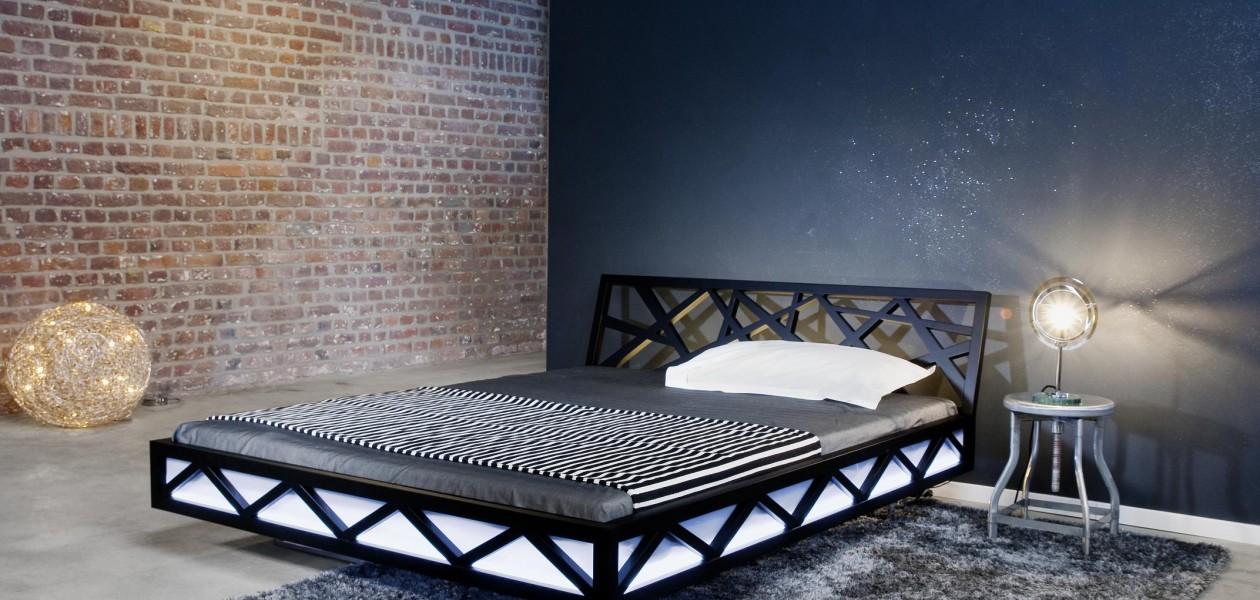 Bett Modell Nest in Holz oder deckend lackiert.